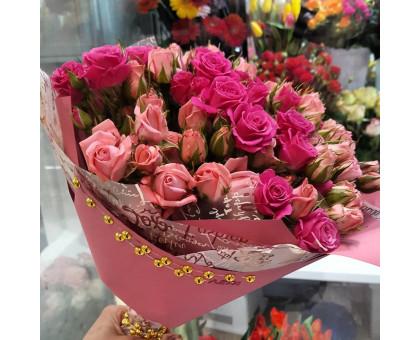 моно букет из кустовой розы