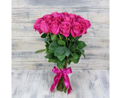 Букет из 25 розовых роз средней длины