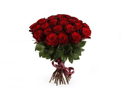 Букет из 25 красных роз средней длины