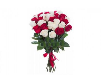 Букет из 21 высоких белых и красных роз