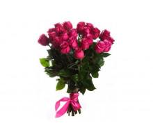 Букет из 21 розовой розы средней длины